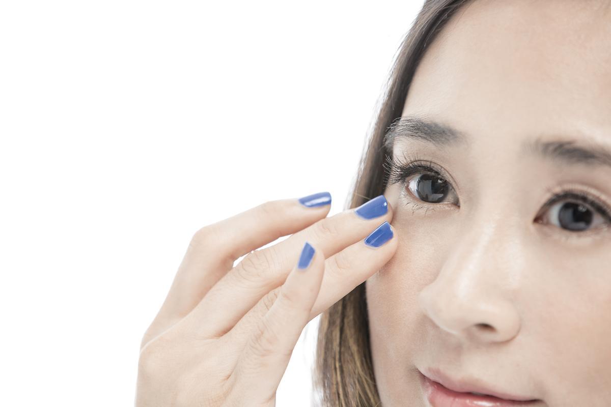 2.由內至外按壓,讓皮膚能夠加強吸收功效。