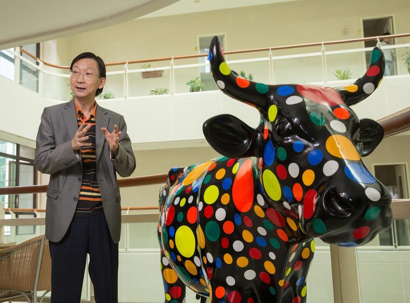 劉熙海過去是電子學名師「劉人傑」,現在轉為投身藝術產業。