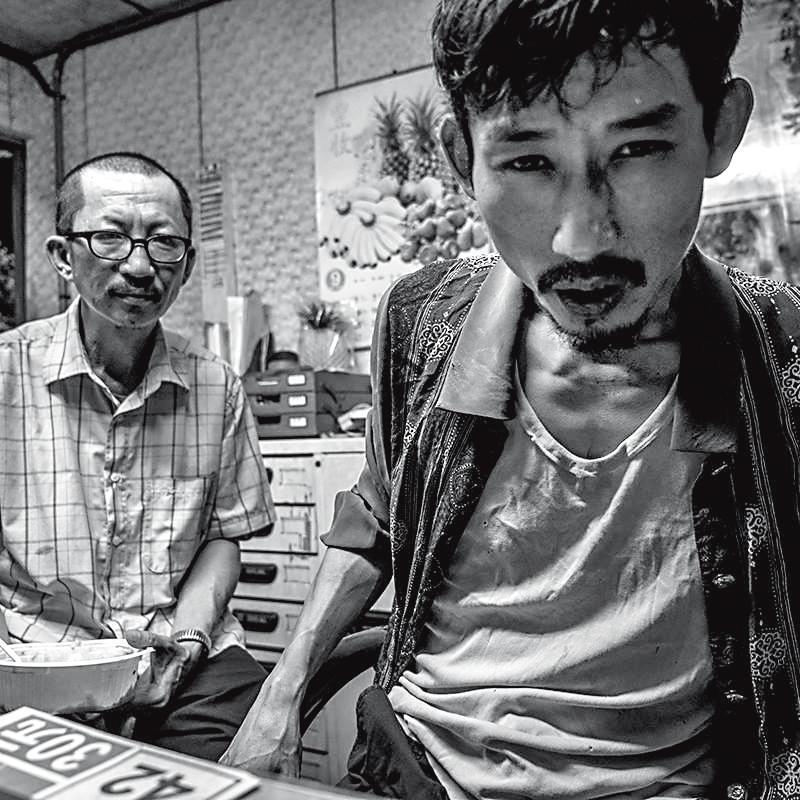 導演黃信堯的黑色喜劇電影《大佛普拉斯》,將人性的荒謬與悲哀詮釋得淋漓盡致。(甲上娛樂)