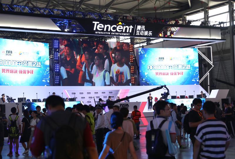 從QQ崛起,騰訊又進一步跨入遊戲領域,與盛大、巨人網路競爭,成為中國遊戲業的一方之霸。(東方IC)