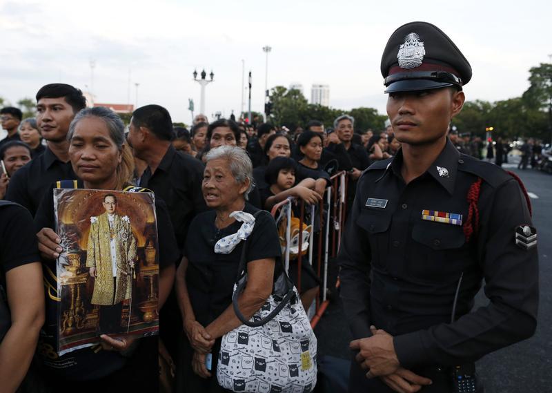 泰王蒲美蓬火化同時,泰國政治也走向君主極權。(東方IC)