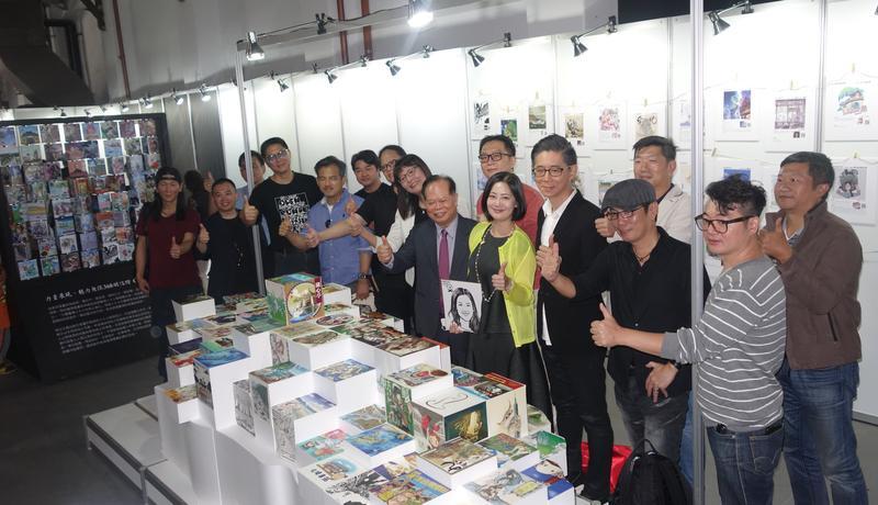 第一屆台灣漫畫節開幕,漫畫家與立委吳思瑤共同為368鄉鎮明信繪大型裝置藝術揭幕。