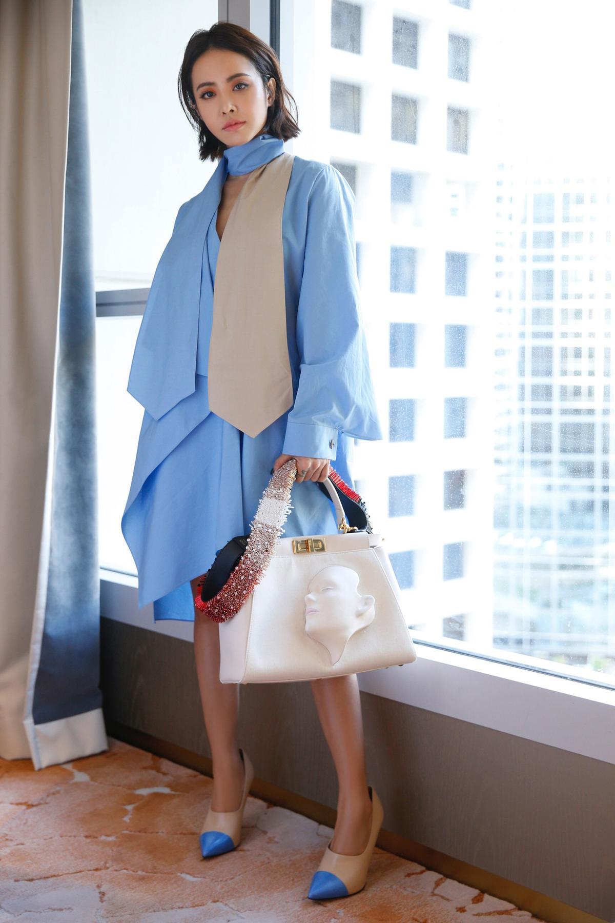 蔡依林:Jolin參與FENDI Peekaboo的包款設計拍賣活動,所得款項捐給「台灣小胖威利病友關懷協會」,是天后的愛心義舉,她以滴下淚珠的面具臉孔設計在包款上,作品獨一無二。(東方IC)
