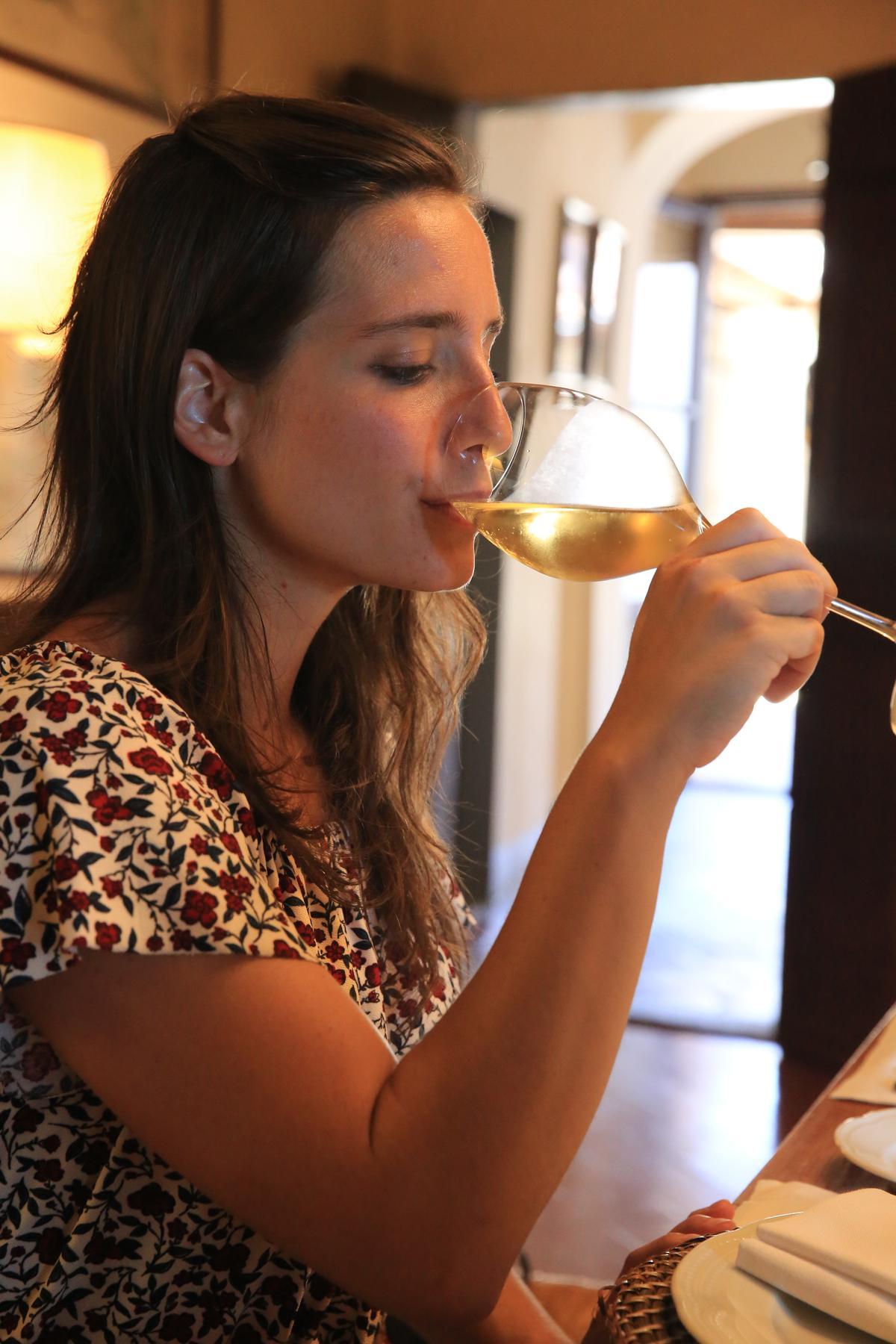 「Leonia Pomino Brut」氣泡酒是為了紀念當時的莊主夫人Leonia degli Albizzi 。