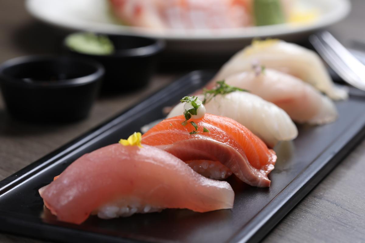 「握壽司」上的生魚片肥厚飽滿,甘甜鮮美。