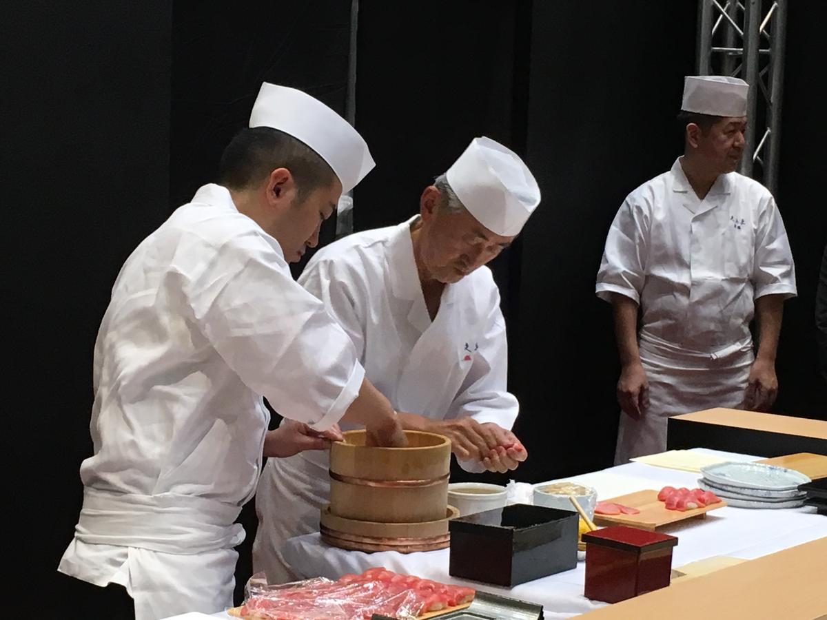 「銀座 久兵衛」為了呈現江戶前壽司的深度與服務精神,特別派遣多位日本師傅來台。
