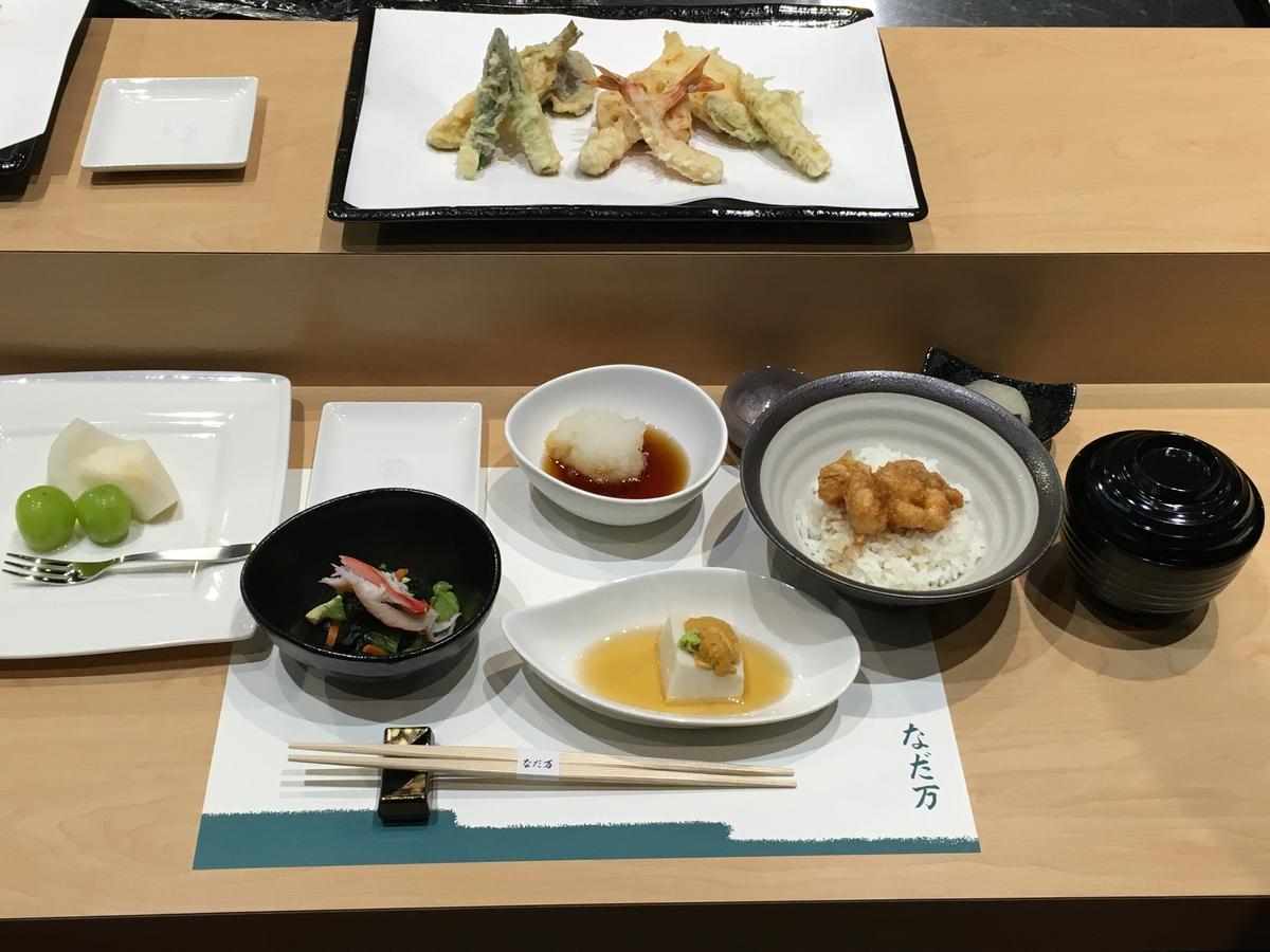 「灘萬」的料理中,以天婦羅最為出名。(2,500元/套餐)