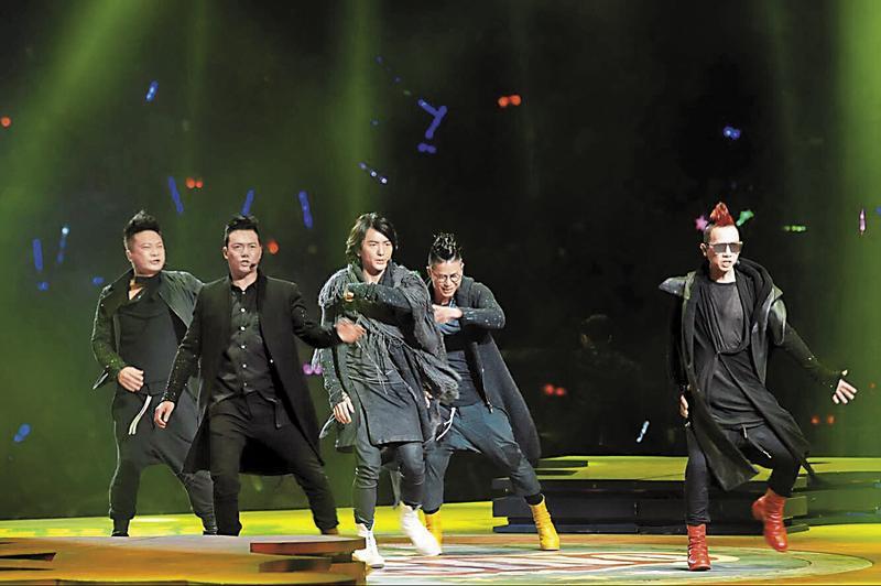 從2013年開始,鄭伊健等人連續舉行好幾次的《古惑仔歲月友情》演唱會,從香港一路唱到上海、馬來西亞等地,5人鈔票賺飽飽。(東方IC)
