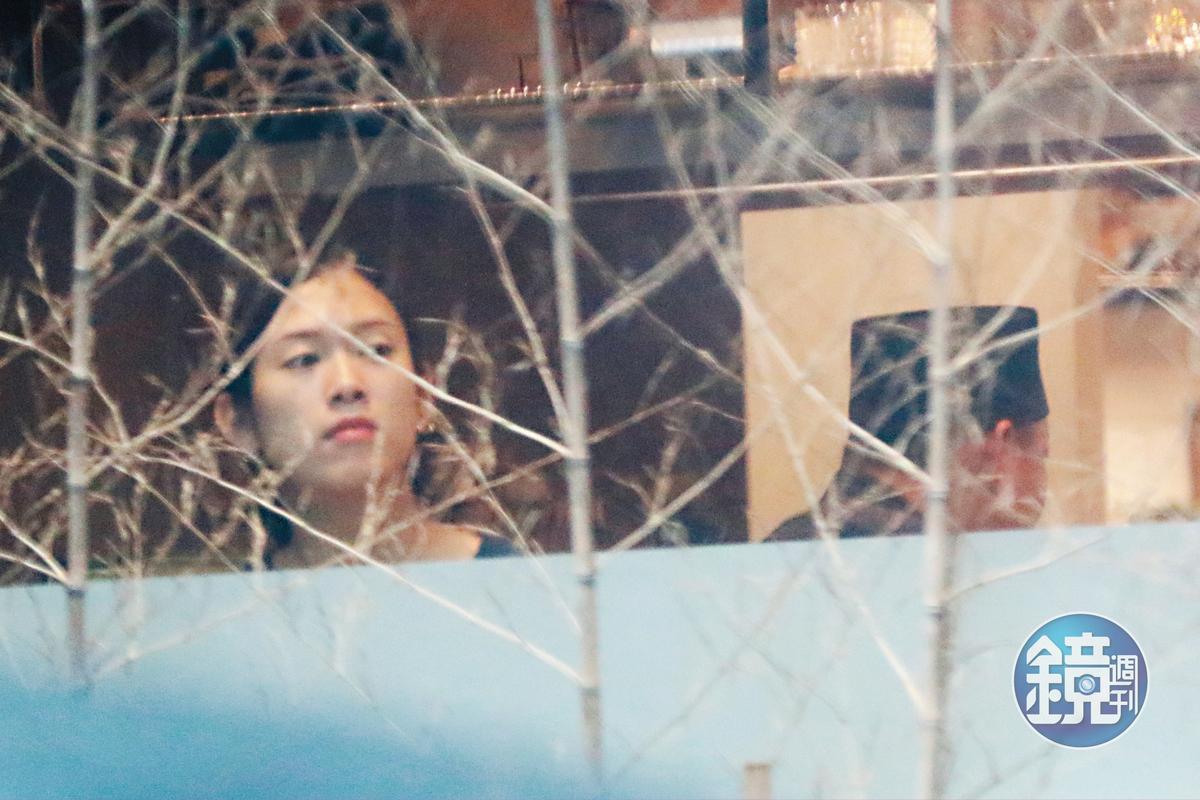 10/13 12:56 櫻花妹難得出現在餐廳的前台,感覺是內場工作人員。
