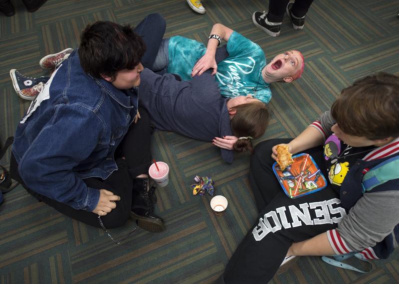 大學校園的「安全空間」(safe space)是否反映年輕一代對情感受冒犯變得更加敏感?圖為堪薩斯市一處社區中心位青少年學生設置的安全空間。(東方IC)