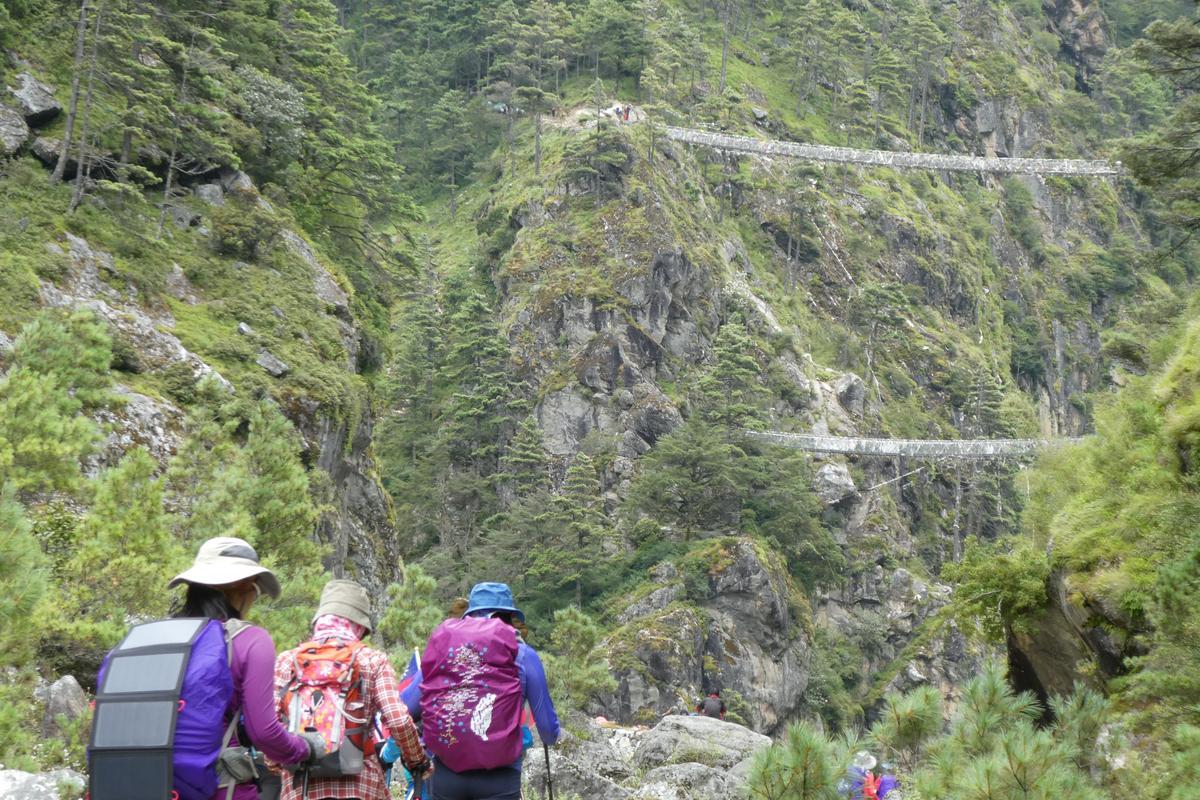 雙吊橋是電影《聖母峰》中出現的場景