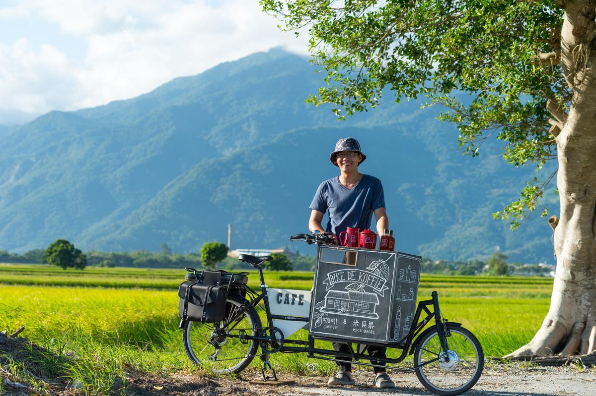 「BIKE DE KOFFIE」主人阿洋打造Bike 3.0,隨興騎行在鄉間小路。