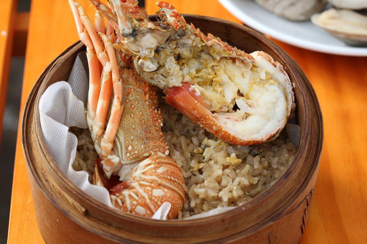 「龍蝦米糕」混和糯米及白米,吸足龍蝦香氣。(249元/份)
