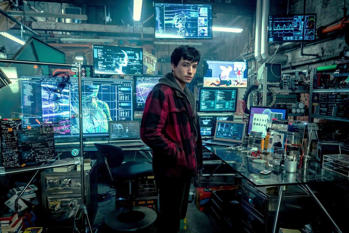 伊薩米勒在《正義聯盟》飾演閃電俠,也是全體裡頭最菜的成員。(華納兄弟)
