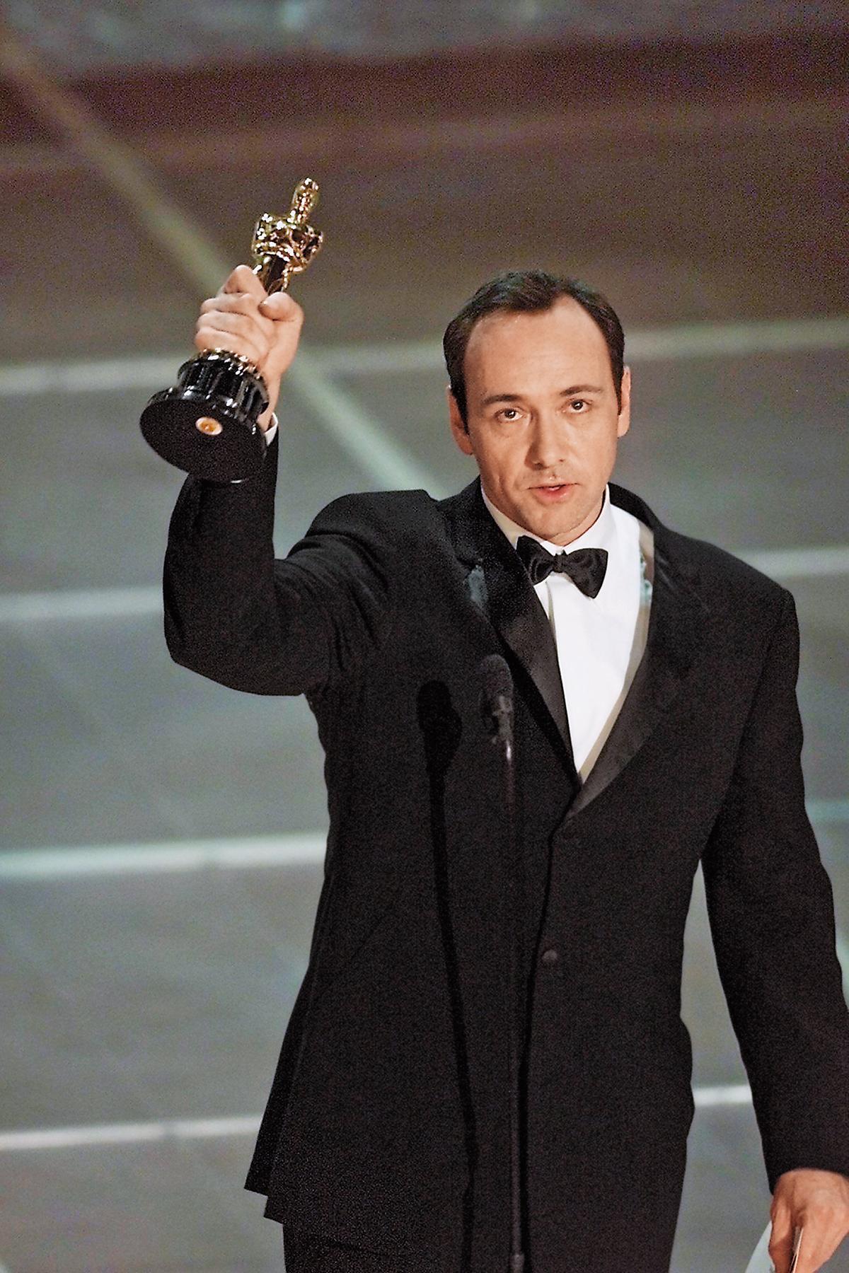 擁有2座奧斯卡獎、東尼獎、艾美獎,凱文史貝西當年以《美國心玫瑰情》幾乎橫掃所有演技獎項。 (東方IC)