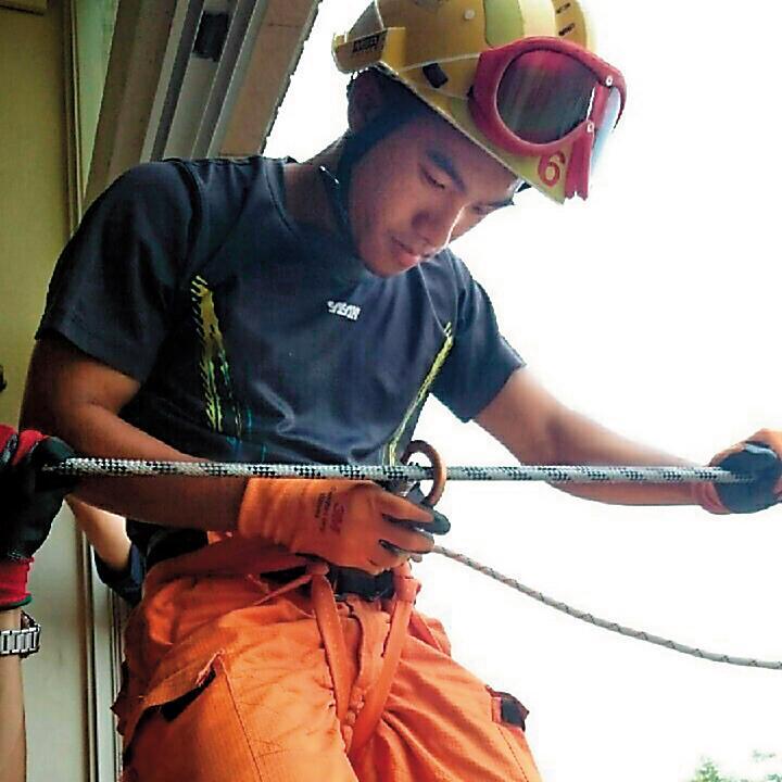 21歲的消防員林永軒上月27日不幸葬身火海,疑似3項保命工具失靈導致悲劇。(翻攝林永軒臉書)