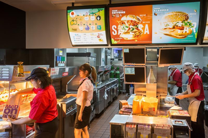 許多人都有麥當勞工作的經驗,根據統計,平均每80個台灣人,就有1人曾在麥當勞工作過。