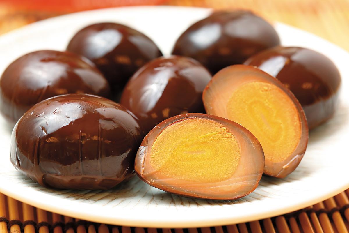 鐵蛋是福記轉型初期最重要產品,靈感從王榮得到淡水旅行吃到阿婆鐵蛋而來。(80元/包)