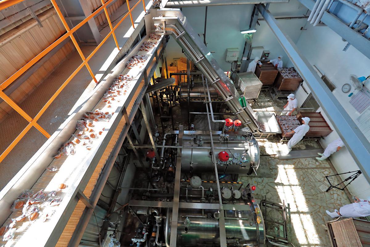 結合高壓高溫商業滅菌和自動輸送設備,福記在品管和自動化方面投資已達數千萬元。