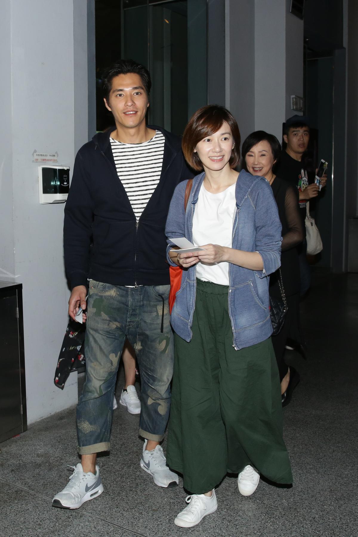 藍正龍首次轉戰幕後工作,就是為《順雲》擔任副導,他這晚也帶著太太周幼婷前來參加首映會。