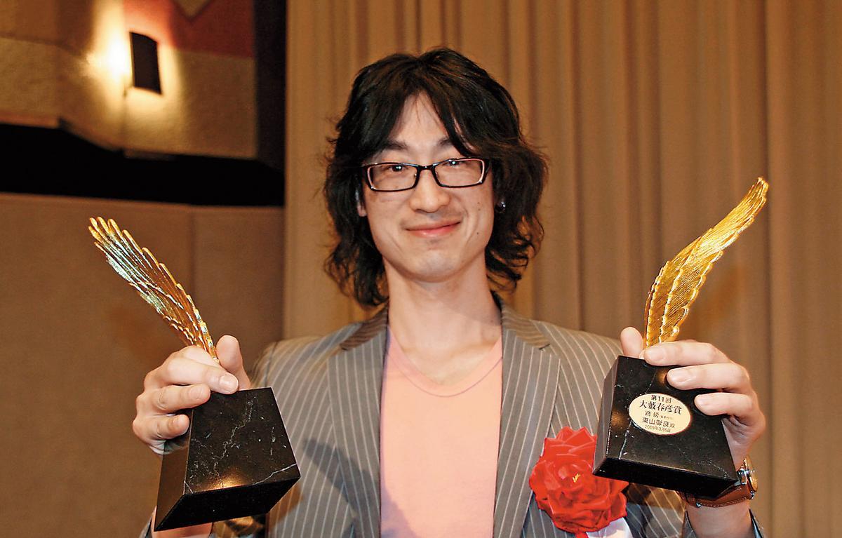 2009年,東山彰良以小說《路傍》榮獲第11屆「大藪春彥賞」。(翻攝網路)