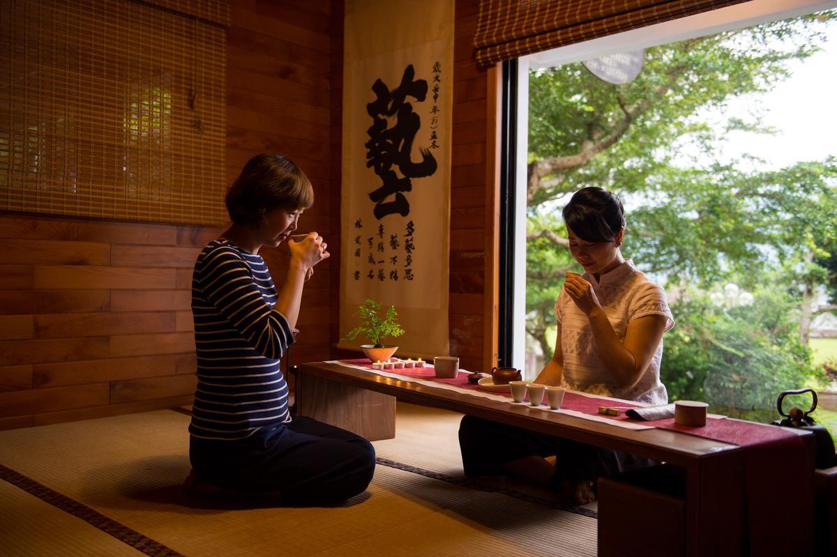 事先預約逢春園茶席體驗,放慢節奏、靜心品茗。