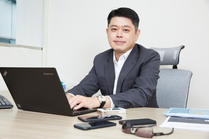 現任盛大集團總裁、前盛大文學董事長邱文友,任內發展全版權策略,讓線上作品成為知名IP。