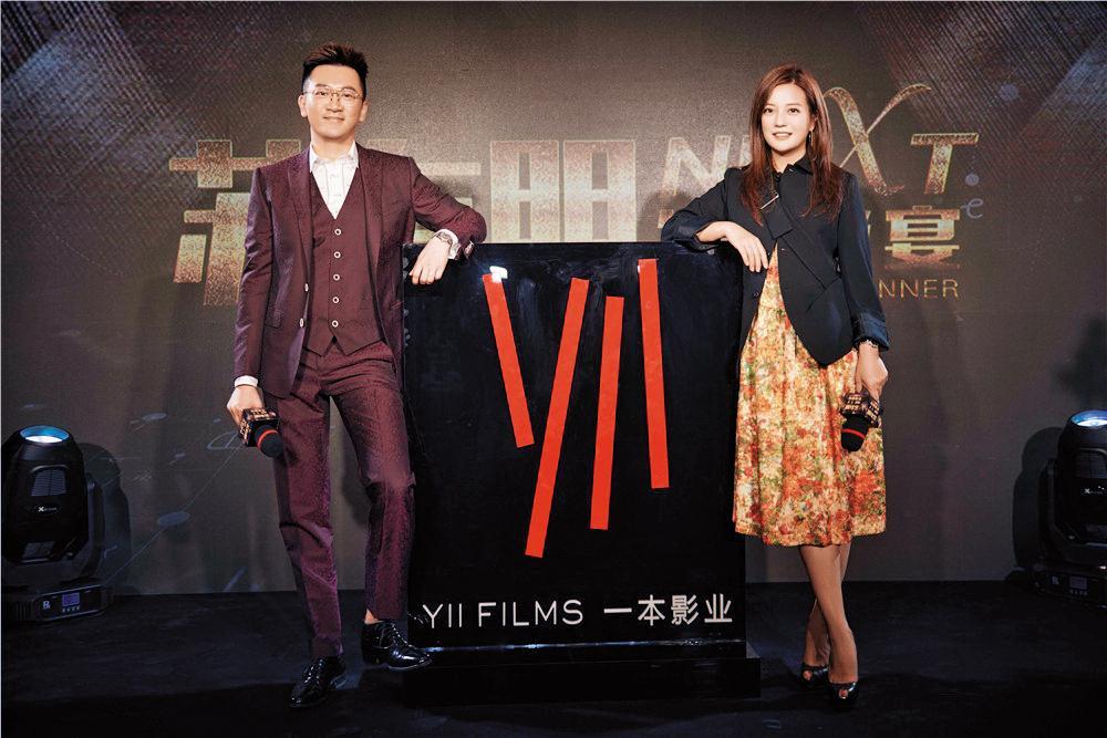 中國影視公司瘋IP,跨海搶買多部日本小說改編權。蘇有朋(左)買下東野圭吾《嫌疑人X的獻身》擔任導演,好友趙薇(右)出席記者會力挺。(東方IC)