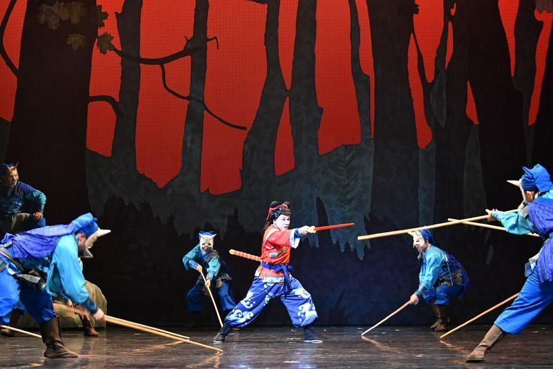 從民國47年風靡台灣幾10年的漫畫《諸葛四郎》,終於被改編搬上舞台。(紙風車劇團提供)
