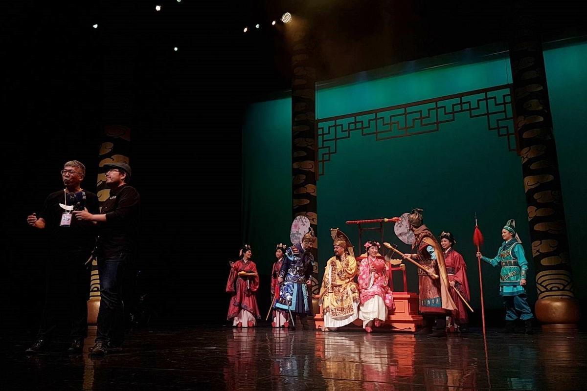 紙風車團長任建誠與編導林于竣表示台灣缺乏本土童話,希望藉《諸葛四郎》讓更多小朋友認識本土童話。(溫雅雯攝)