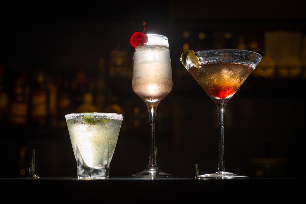 這3杯調酒是Sofia的即興之作,基酒從左到右是琴酒、伏特加、威士忌。(150~250元/杯)