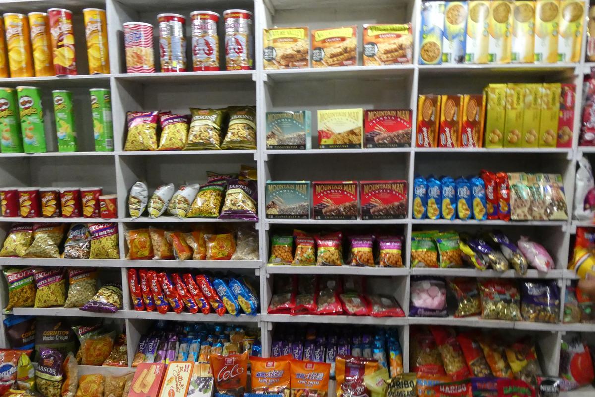 尼泊爾零食,可當行進間的行動糧。