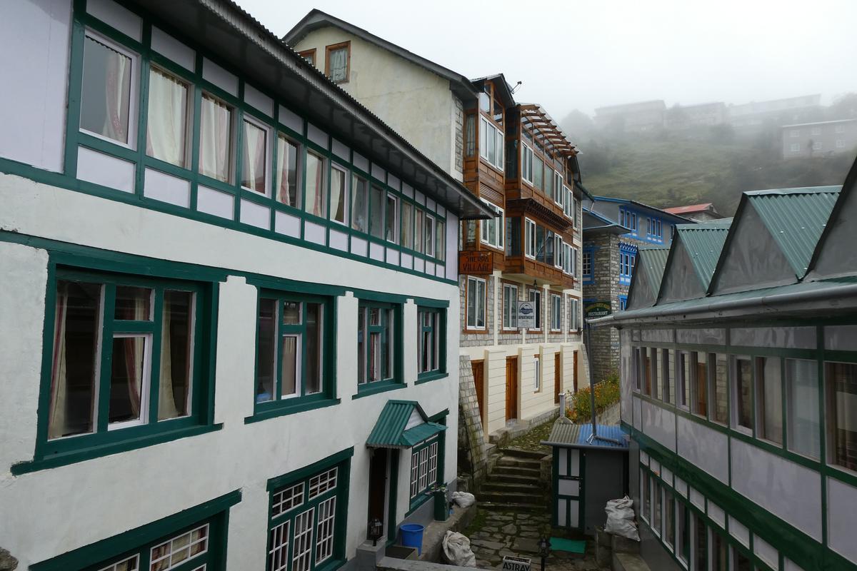 Namche bazer(南崎巴札)的各式旅舍。