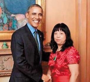 吳佩慈曾在IG曬出一張照片,並稱這是「婆婆」與前美國總統歐巴馬的合影,同時大讚「婆婆」很棒。(翻攝自吳佩慈IG)