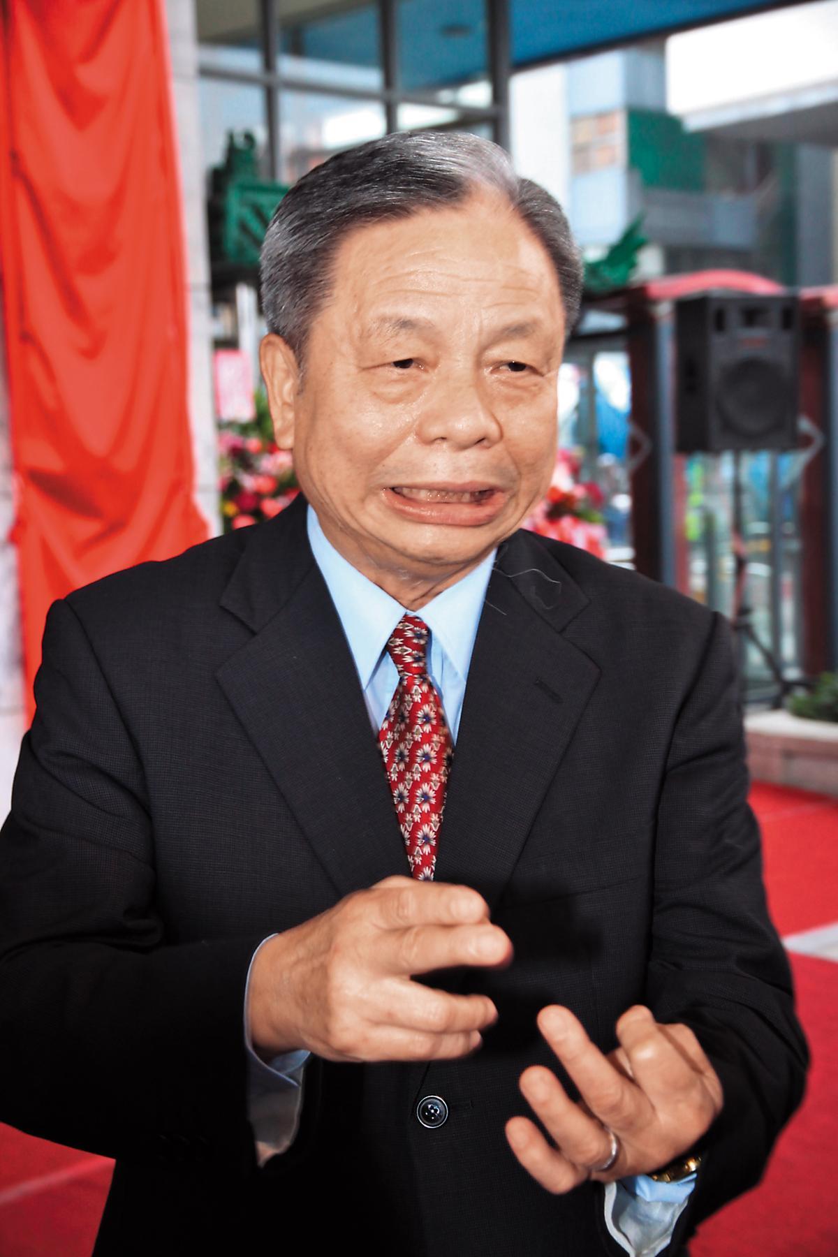 前港務公司董事長蕭丁訓,將委外業務改為「通通有獎」。(中央社)