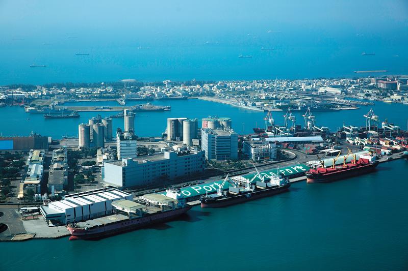 高雄港的拖船業務占全國85%,1年營業額高達新台幣2億元。