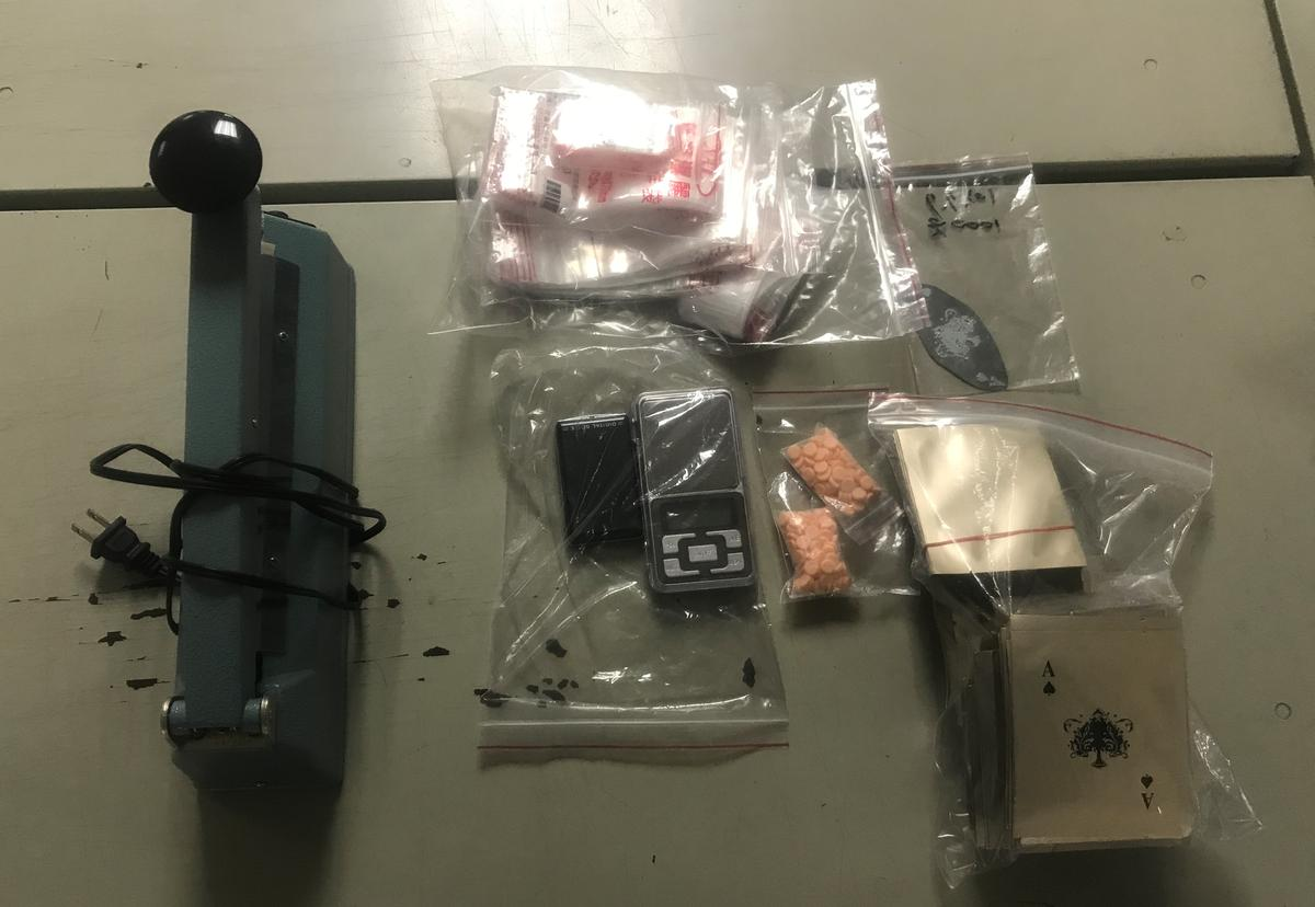 警方在趙嫌車上搜出大量一粒眠毒品。
