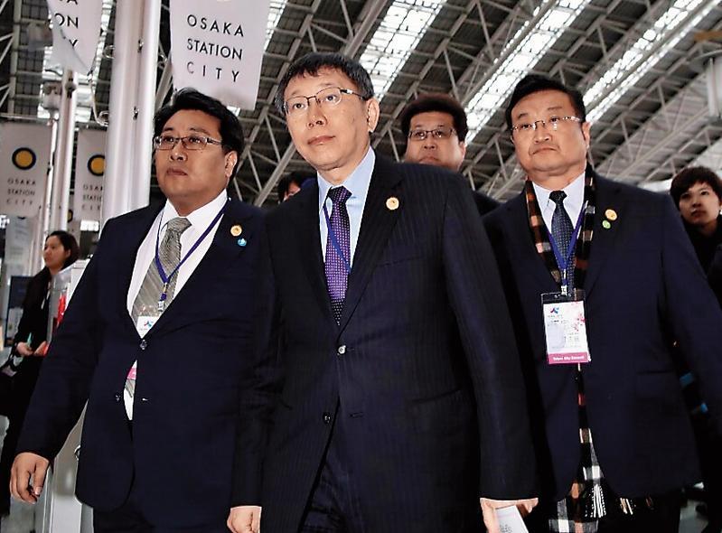 柯文哲赴日本大阪觀摩後,認為台北捷運未將捷運站與商業集中地結合,殊為可惜,也因此決定強勢主導雙子星開發案。(台北市政府提供)