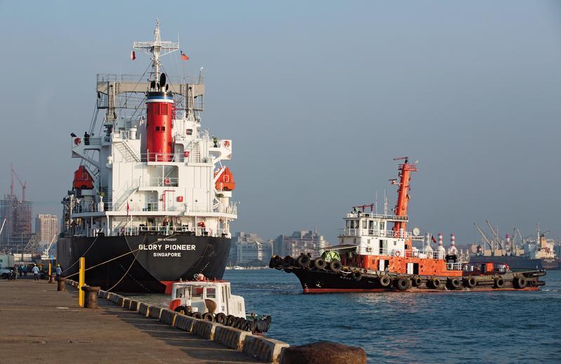 高雄港勤服務公司獨占高雄港85%的拖船業務。