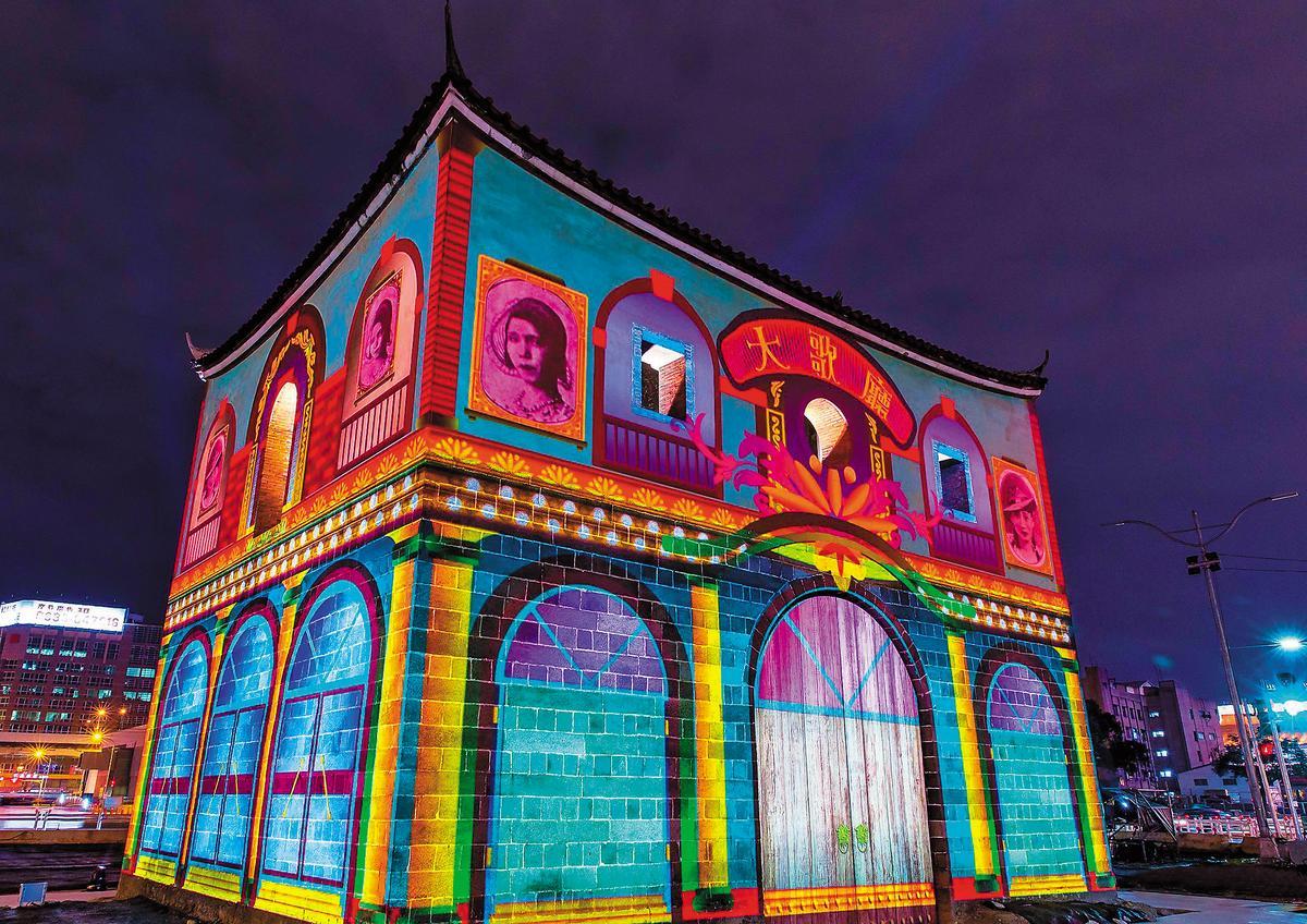 北門重見天日獲得一致好評,同樣象徵西區門戶再造的雙子星大樓卻在原地踏步。(翻攝台北旅遊網臉書)