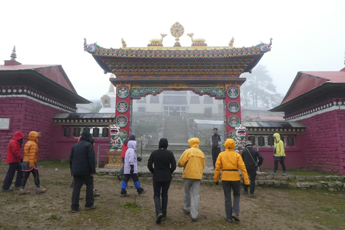 來到Thengboche,遊客皆會來喇嘛寺祈福,寺內禁止拍照。