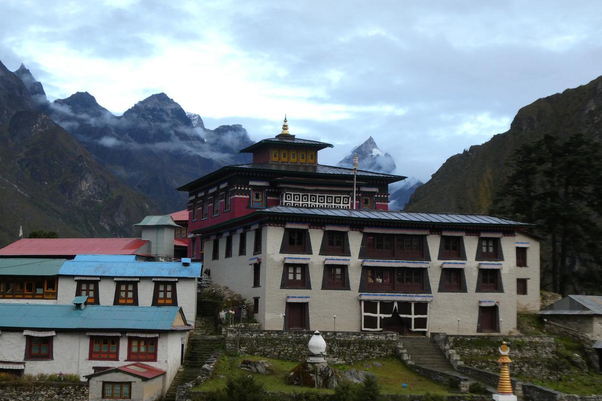 「湯坡崎喇嘛寺」十分莊嚴。
