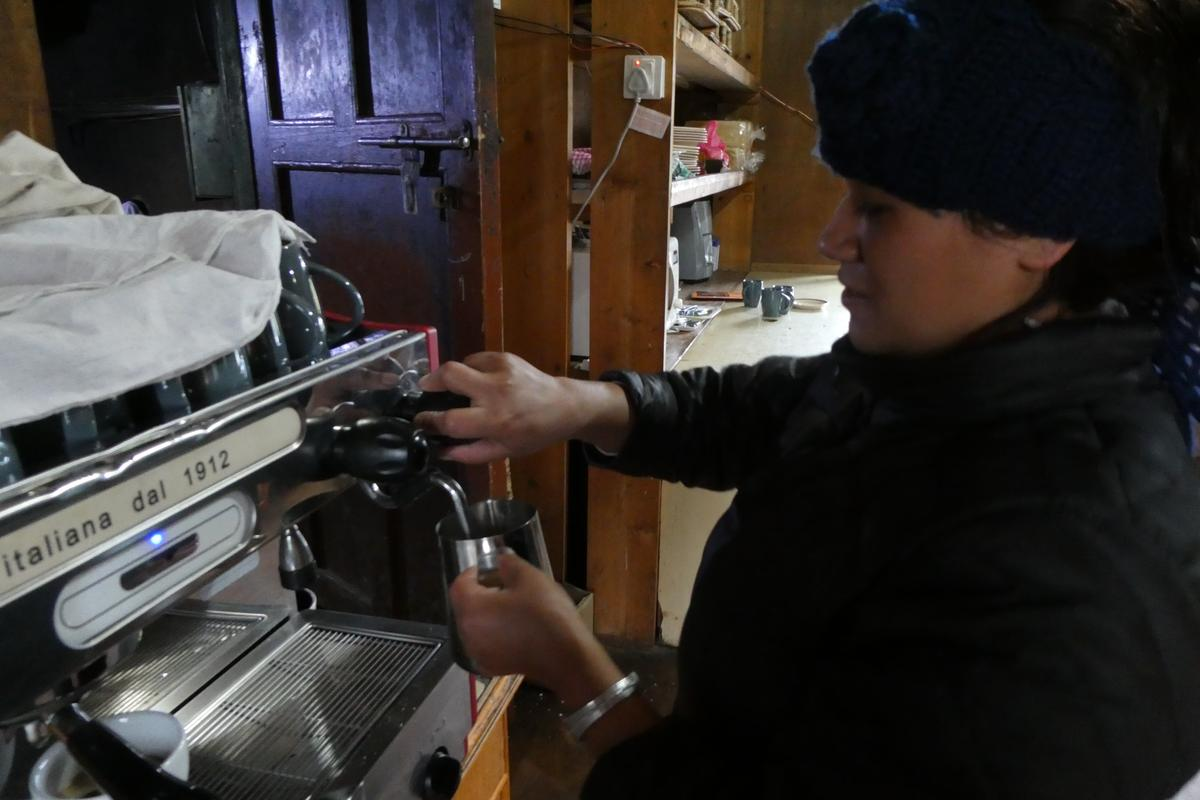 由義式咖啡機現煮的義式咖啡,在EBC的城鎮中很常見。