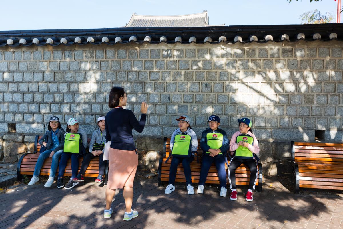 碰巧遇上韓國學生來此校外教學。