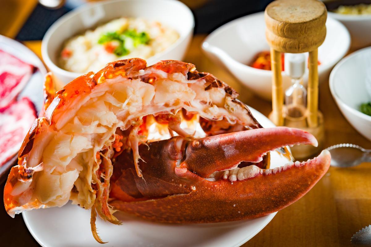 店家提供沙漏讓客人掌控煮大型海鮮的時間,龍蝦身體需滴漏1次,蝦螯需3次。