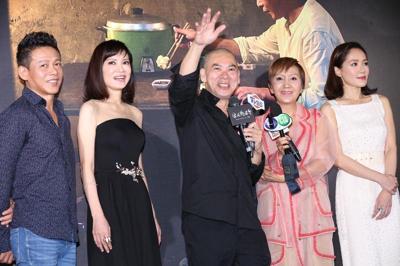 蔡明亮帶領尹馨、李康生等人做特映記者會,心情非常好。
