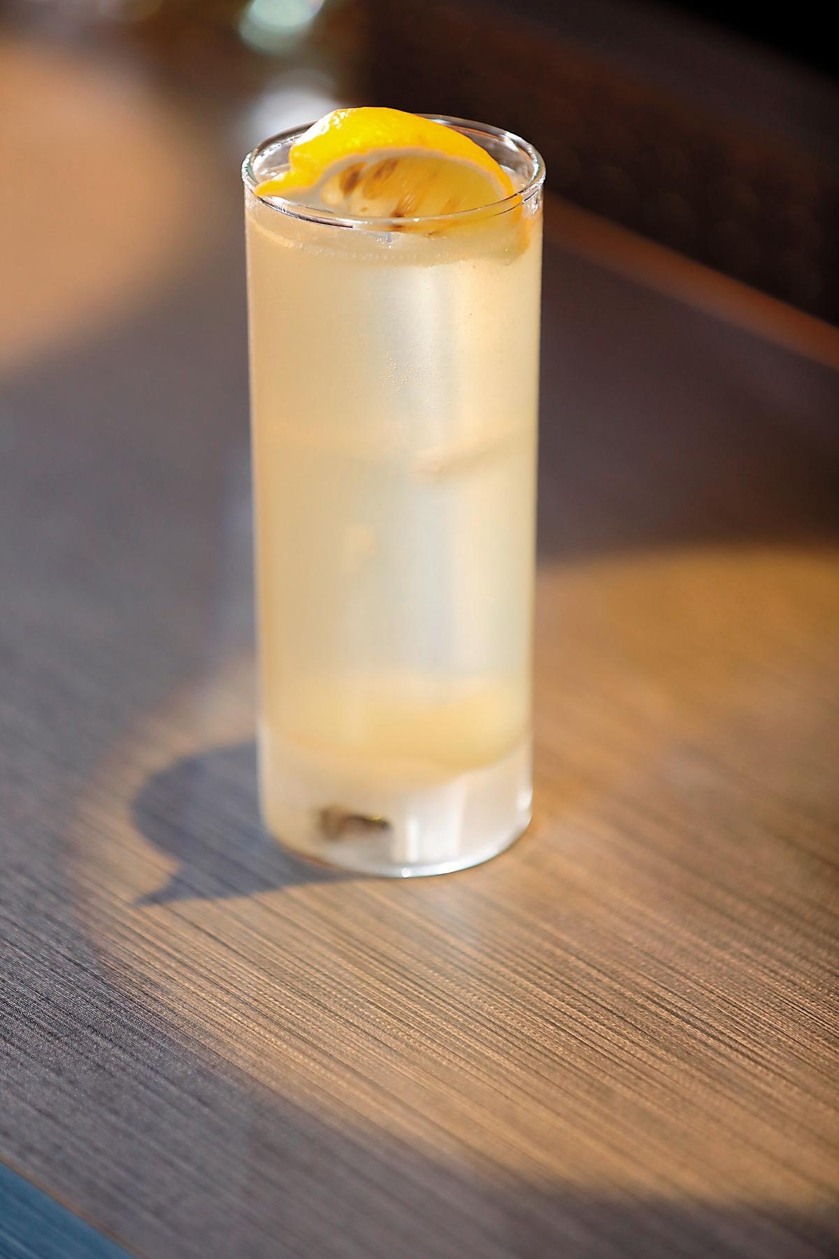 高球杯High Ball:低酒精度、長時間解渴用,就像酒吧調琴湯尼或你自己在家調Whisky High Ball,像是「角High」時使用。