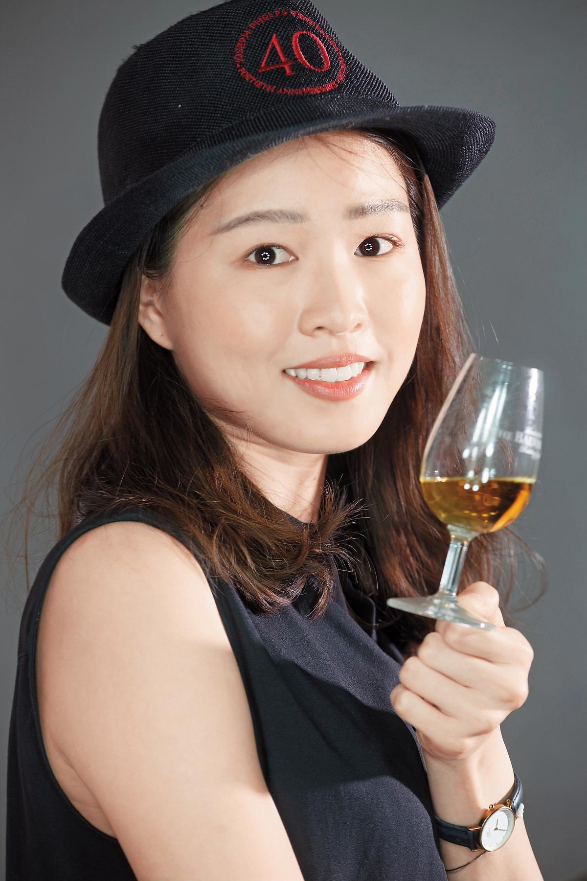 觸手感:別以為喝酒用不到觸覺,選擇了不同杯子,把玩起來整個感覺就是不同,連帶影響品飲心情。