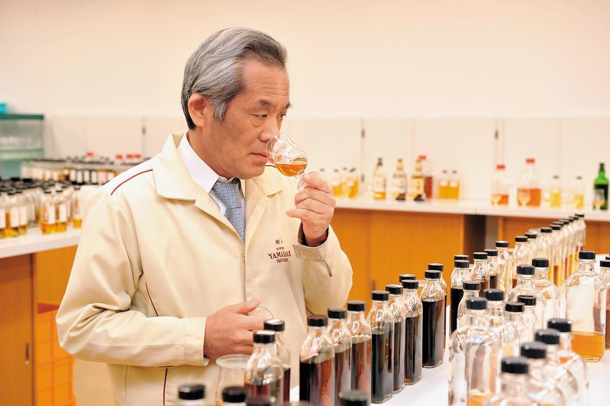 嗅香氣:品飲中最重要也最花時間最需要耐心的一環,任何酒都需要適度氧化,讓其風味更加完熟,而期間細膩的香氣轉換變化,更是品飲分享的一大樂趣。