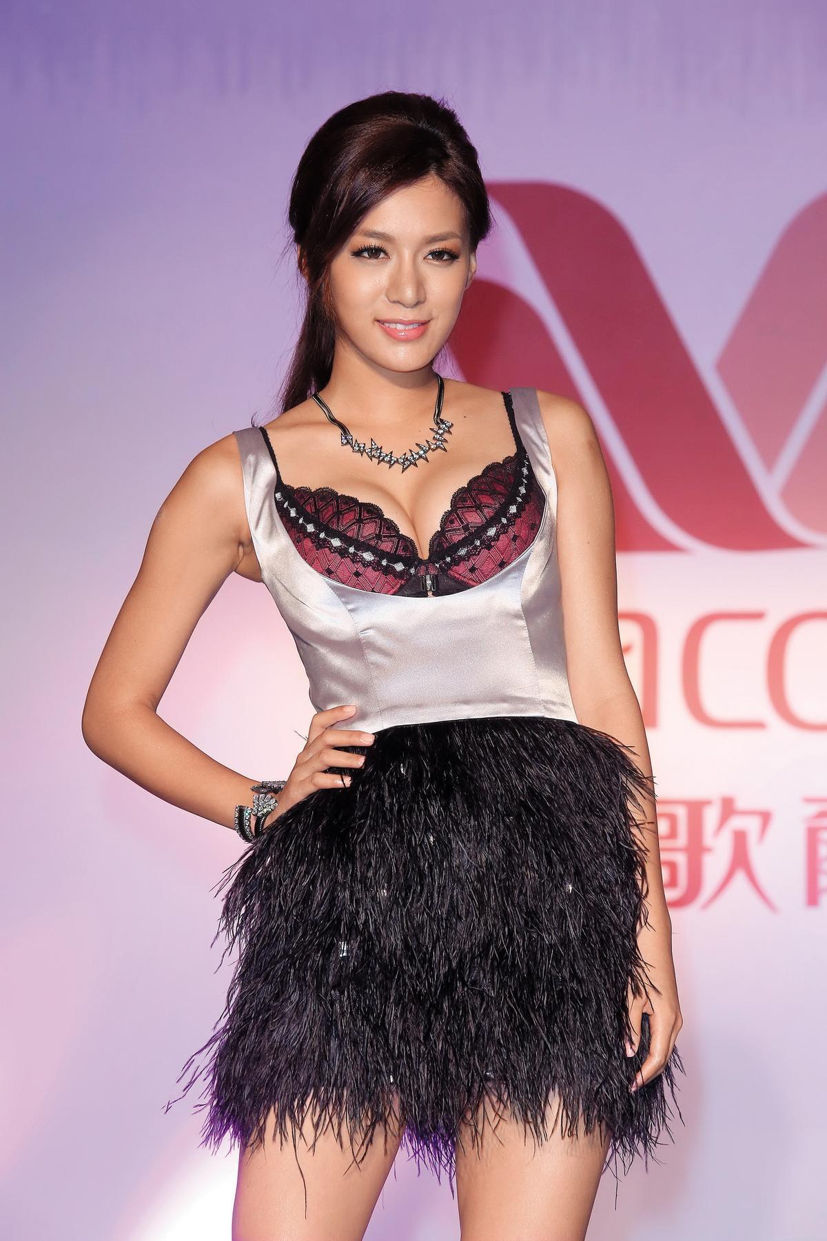 王思平努力脫離花瓶行列,2年前演了台視的《春梅》,是她演出的第一齣台語劇,她努力把台語練好,常常下了戲之後痛哭。(東方IC)